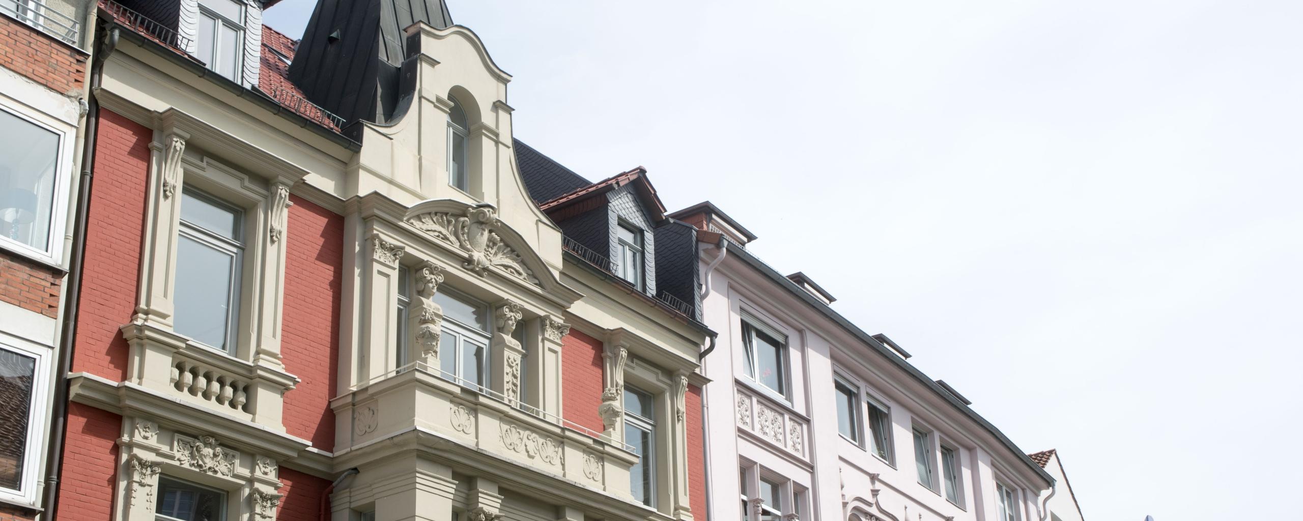 Häuserreihe in der begehrten Südstadt von Hannover. Erika Englitz hat ihren Firmensitz ganz in der Nähe und kennt den lokalen Markt sehr genau