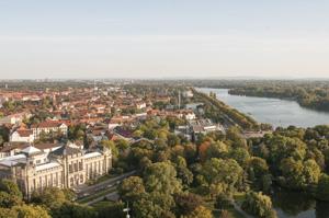Hannover ist eine schöne Stadt. Und Immobilienmaklerin Erika Englitz-Schönke kennt sich darin aus.