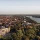 Hannover ist viel besser als sein Ruf. Als Immobilienmaklerin mit excellenter Kenntnis des lokalen Marktes kennt sich Erika Englitz in der Stadt und den umliegenden Kleinstädten aus.